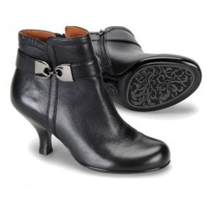 Sofft Leather Boots Heeled Buckle Zip Veridian